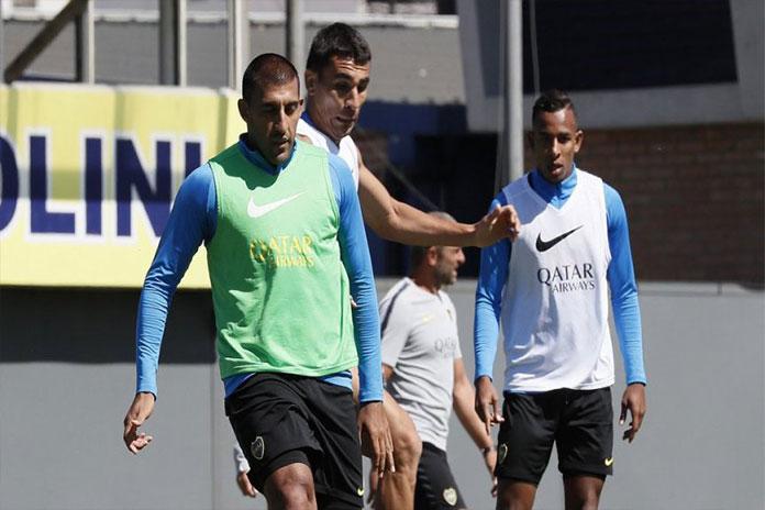 Carlos Tevez sale de los titulares en Boca